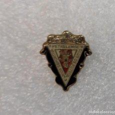 Coleccionismo deportivo: PIN INSIGNIA - UNION DEPORTIVA PETRELENSE CLUB DE FUTBOL - BROCHE FUTBOL PETRER ALICANTE. Lote 295484978