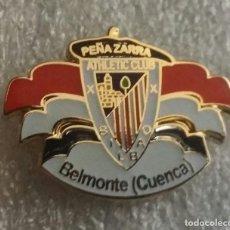 Coleccionismo deportivo: ATHLETIC CLUB BILBAO PIN PEÑA ZARRA DE BELMONTE. Lote 295491573