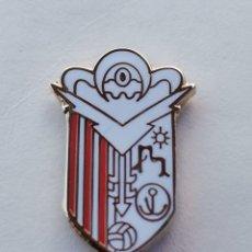 Coleccionismo deportivo: PIN DE FÚTBOL... LA RABITA CLUB DE FÚTBOL... GRANADA. Lote 295785138