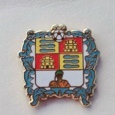 Coleccionismo deportivo: PIN DE FÚTBOL... AGRUPACIÓN DEPORTIVA ALBUÑOL... GRANADA. Lote 295785548