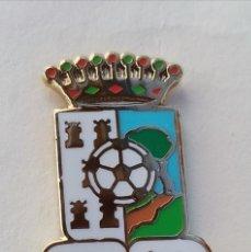 Coleccionismo deportivo: PIN DE FÚTBOL... TEBA ATLÉTICO... MÁLAGA. Lote 295786333