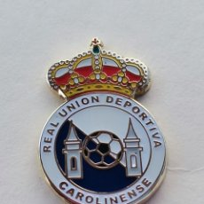 Coleccionismo deportivo: PIN DE FÚTBOL... REAL UNION DEPORTIVA CAROLINENSE... JAÉN. Lote 295788808