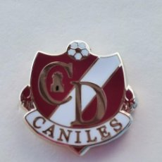 Coleccionismo deportivo: PIN DE FÚTBOL... CLUB DEPORTIVO CANILES... GRANADA. Lote 295788973
