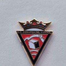 Coleccionismo deportivo: PIN DE FÚTBOL... CLUB DEPORTIVO COMARCA DEL MÁRMOL... ALMERÍA. Lote 295789833