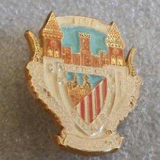 Coleccionismo deportivo: ATHLETIC CLUB BILBAO PIN PEÑA VILLENERA. Lote 295802098