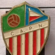 Coleccionismo deportivo: PIN FUTBOL - BARCELONA - CLUB AT. PUEBLO NUEVO. Lote 296791043
