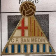 Coleccionismo deportivo: PIN FUTBOL - BARCELONA - CF SAN MEDIN - AGUJA. Lote 296796908