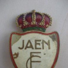 Coleccionismo deportivo: JAEN F.C. ESCUDO EN CHAPA GRAN FORMATO. 10 X 6 CM.. Lote 297152823
