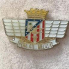 Coleccionismo deportivo: PIN FUTBOL - BARCELONA - PEÑA ATL. MELILLA. Lote 297163943