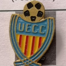 Coleccionismo deportivo: PIN FUTBOL - BARCELONA - UE CLOT CONDAL. Lote 297164418