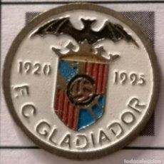 Coleccionismo deportivo: PIN FUTBOL - BARCELONA - FC GLADIADOR. Lote 297164618