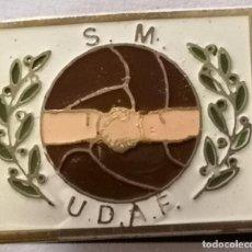 Coleccionismo deportivo: PIN FUTBOL - BARCELONA - S.M. UD.AMISTAD F. - SOLAPA. Lote 297165713