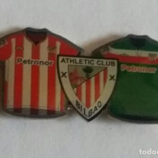 Coleccionismo deportivo: ATHLETIC CLUB BILBAO PIN MOTIVO CAMISETAS ATHLETIC/ EUSKADI. Lote 297166613