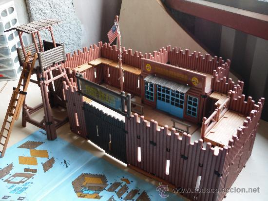 3773 playmobil fort bravo western 100% complete w/ box.