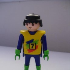 Playmobil: PLAYMOBIL PILOTO DE MOTOS COMPETIVCION CIUDAD FAMOBIL - PLAYMOBIL. Lote 32279494