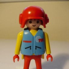 Playmobil: PLAYMOBIL PILOTO MOTO TELEVISIÓN CIUDAD FAMOBIL - PLAYMOBIL. Lote 32892134