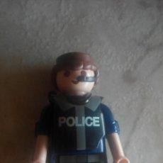Playmobil: FIGURA DE PLAYMOBIL POLÍCIA CON AURICULAR, VERSIÓN AZUL. Lote 143380290