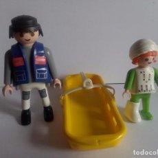 Playmobil: PILOTO Y NIÑA EN CAMILLA. FIGURAS DE LA REF. 3130. CIUDAD.. Lote 62516700