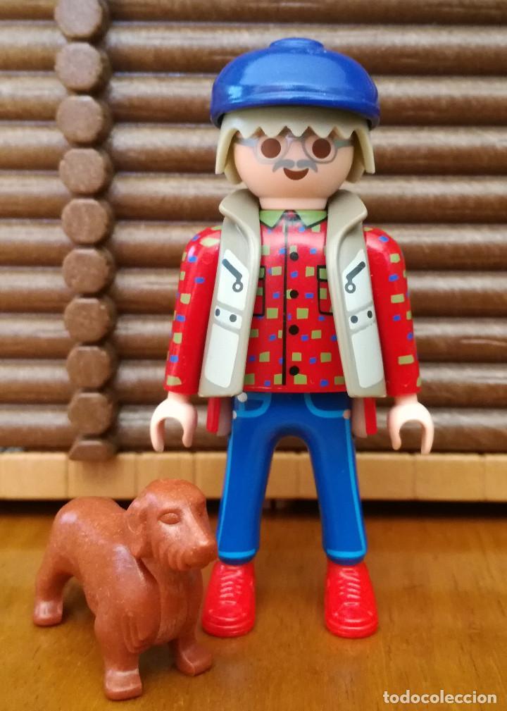 Playmobil figura hombre abuelo con perro teckel y gorra azul señor mayor gafas viajero ciudad segunda mano