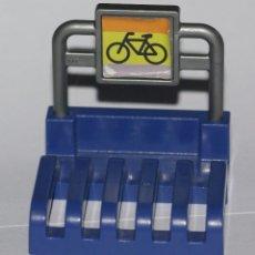 Playmobil: ESTACIONAMIENTO APARCAMIENTO DE BICIS BICICLETAS DE PLAYMOBIL USADO TAL Y COMO SE VE . Lote 108356339
