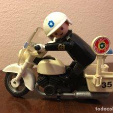 Playmobil: FIGURA CLIC DE FAMOBIL POLICIA CON MOTO. Lote 109461492