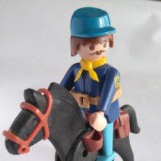 Playmobil: PLAYMOBIL FAMOBIL FIGURA SOLDADO NORDISTA OFICIAL A CABALLO. Lote 117421899