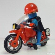 Playmobil: ANTIGUO MOTORISTA PLAYMOBIL 3565 MOTO PILOTO CARRERA CIRCUITO URBANO . Lote 118166031