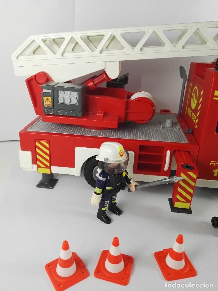 Playmobil: CAMION DE BOMBEROS CON LUZ Y SONIDO PLAYMOBIL 4820 - Foto 2 - 122581895