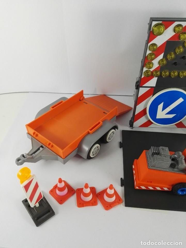 Playmobil: VEHICULO CON SEÑALES LUMINOSA + ASFALTADORA PLAYMOBIL 4044 Y 4049 - Foto 2 - 127611059