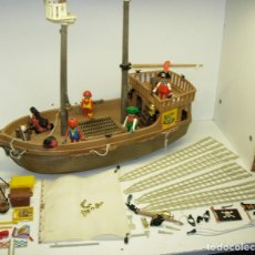 Playmobil: PLAYMOBIL BARCO PIRATA, ÉPOCA FAMOBIL, CON FIGURAS Y ACCESORIOS. Lote 125235844