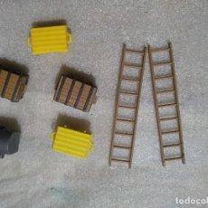 Playmobil - Lote de coches y moto de policia (falta el manillar) y distintos muñecos y accesorios - 126370579