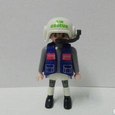 Playmobil: PLAYMOBIL, FIGURA, PILOTO, HELICÓPTERO, CASCO, AIR RESCUE, HOSPITAL, CIUDAD. Lote 135017657