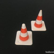 Playmobil: PLAYMOBIL LOTE DE 2 CONOS CONO DE OBRAS CONSTRUCCIÓN TRÁFICO CIUDAD PIEZAS. Lote 135715063