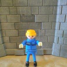 Playmobil: PLAYMOBIL FIGURA HOMBRE POLICÍA, COMISARÍA. Lote 136785766