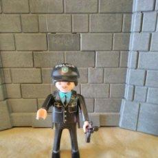 Playmobil: PLAYMOBIL FIGURA HOMBRE POLICÍA, COMISARÍA. Lote 136789172