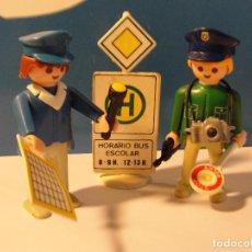 Playmobil: LOTE FIGURA 2 POLICIAS CON SEÑAL AUTOBUS MEDIEVAL WESTERN OESTE DIORAMA BELEN PLAYMOBIL. Lote 136837478
