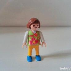 Playmobil: PLAYMOBIL FIGURA NIÑA CIUDAD CITY. Lote 137249914