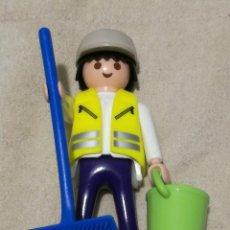 Playmobil: PLAYMOBIL LFIGURA HOMBRE BARRENDERO LIMPIADOR ESCOBÓN CUBO GORRA CIUDAD. Lote 143941658
