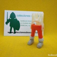 Playmobil: PLAYMOBIL PIERNAS PANTALÓN NARANJA CON BOTAS DE INVIERNO. Lote 148101062
