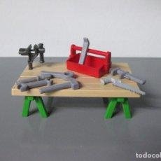 Playmobil: PLAYMOBIL MESA TRABAJO CON CABALLETES Y TORNO Y HERRAMIENTAS. Lote 149829250