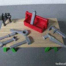 Playmobil: PLAYMOBIL MESA TRABAJO CON CABALLETES Y TORNO Y HERRAMIENTAS. Lote 149829278
