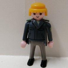 Playmobil: PLAYMOBIL, FIGURA HOMBRE POLICÍA SOLAPA CUELLO UNIFORME PISTOLERA COMISARÍA CIUDAD. Lote 156658548