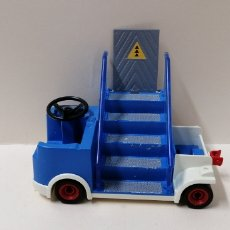 Playmobil: PLAYMOBIL, 4314 VEHÍCULO AEROPUERTO EQUIPAJE PISTA ESCALERA PLATAFORMA REMOLQUE. Lote 162145836