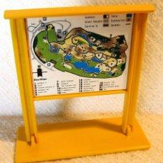 Playmobil: PLAYMOBIL CARTEL GRANDE CON BASE ZOO 3638 ANIMALES CASA CIUDAD PIEZAS. Lote 164049990