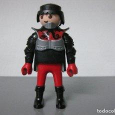 Playmobil: PLAYMOBIL FIGURA MEDIEVAL CORAZA ARMADURA BOTAS NEGRAS. Lote 165818942