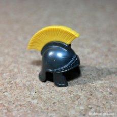 Playmobil: PLAYMOBIL CASCO OSCURO DE CENTURIÓN CEPILLO AMARILLO, PIEZAS SOLDADOS ROMANOS, ROMA. Lote 207149697