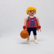 Playmobil: PLAYMOBIL FIGURA JUGADOR DE BALONCESTO BASKET CON BALÓN COMPARTIR LOTE . Lote 173383387