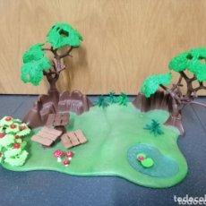 Playmobil: PLAYMOBIL DIORAMA BOSQUE PARQUE PICNIC MESA SETAS PLANTAS ÁRBOL LAGO ESTANQUE MERENDERO. Lote 173989418