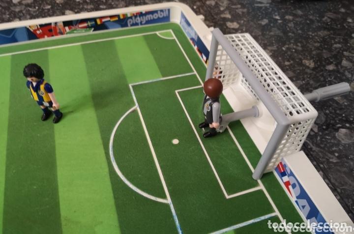 Playmobil: Campo de fútbol Playmobil. 4 jugadores. - Foto 2 - 174149264