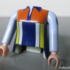 Playmobil: PLAYMOBIL RECAMBIO CUERPO Y DOS BRAZOS -PINZA NO INCLUIDA-. Lote 176604319